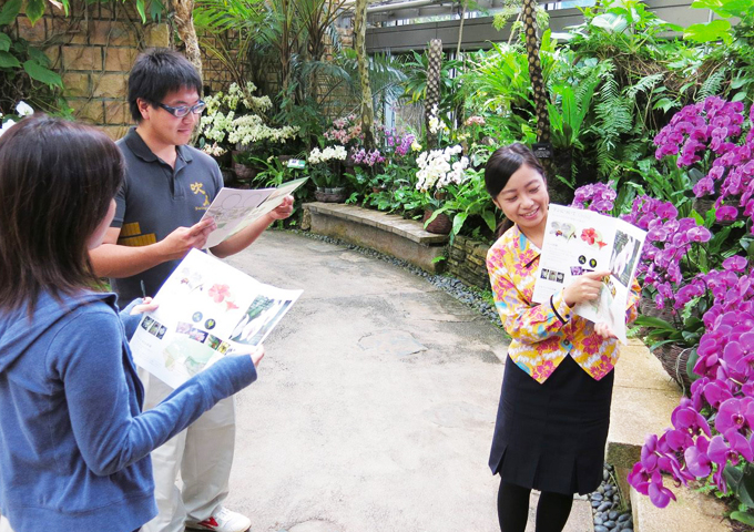 The specialized staff shows plant in tropical dream center building using worksheet!