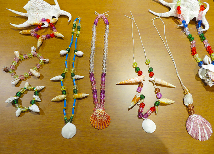 The making of accessories using shell