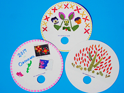 Let's spend hot summer with my round fan which we decorated in pressed flower and dried flower comfortably