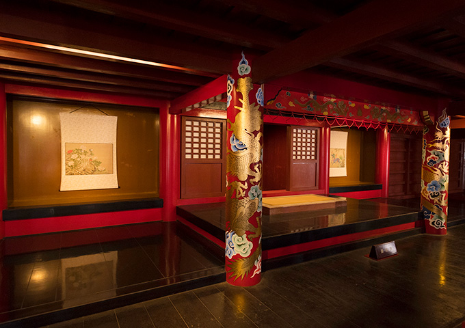 "Emperor's chair which the king sits down on. ""Difference floor"" (usasuka)"