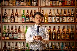 用琉球燒酒拴在一起的首里的無富裕的表的世界