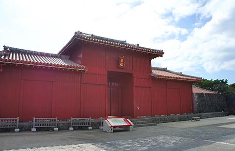 The wide fortune gate